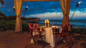 romantic beach dinner at luxury hotels, resorts and inn